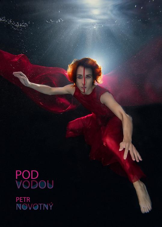 Projekt Pod vodou má na svědomí kadeřník Petr Novotný.