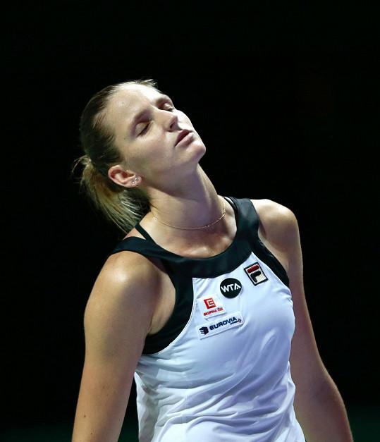 Karolína Plíšková místo dovolené bojuje na prestižním Turnaji mistryň, kam se dostala poprvé v kariéře. Zatím má na kontě jednu výhru a jednu prohru.