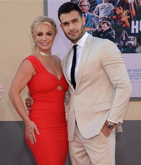 Britney Spears s partnerem Samem Asgharim na filmové premiéře