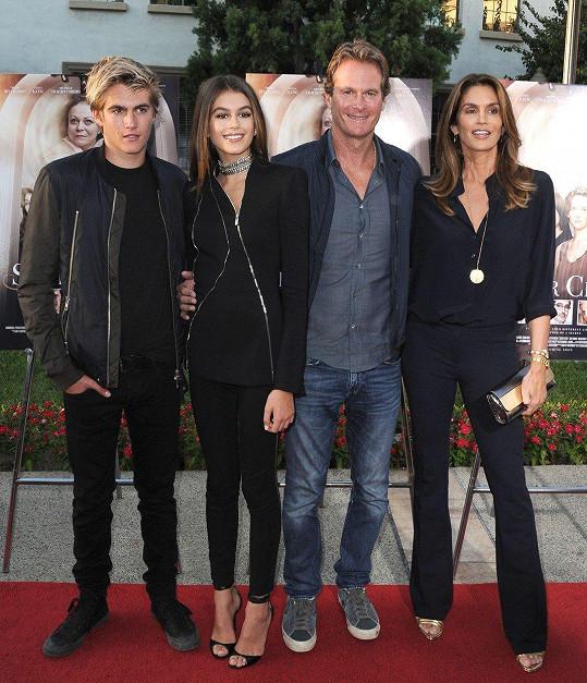 Cindy s manželem Randem Gerberem a dětmi Kaiou a Presleym