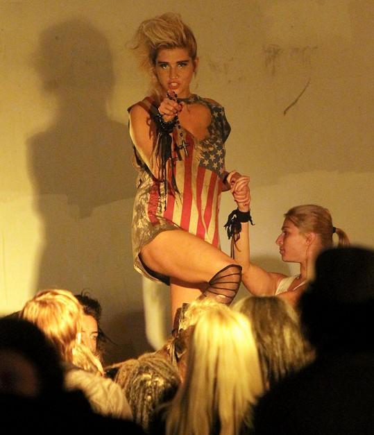 Kesha během natáčení klipu v roce 2010, kdy byla na vrcholu slávy.