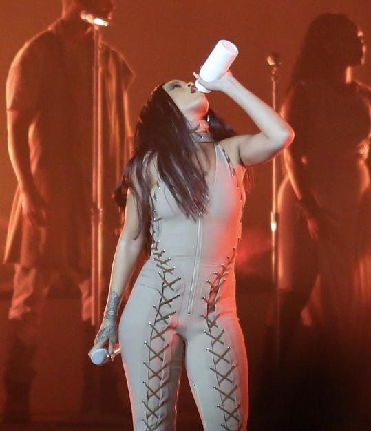 Rihanna na koncertu ve Vancouveru