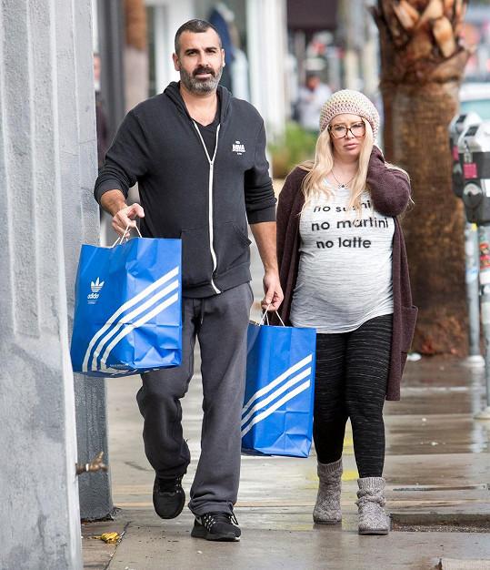 S israelským partnerem čeká první dítě, ale z předešlého vztahu má už dvojčata.