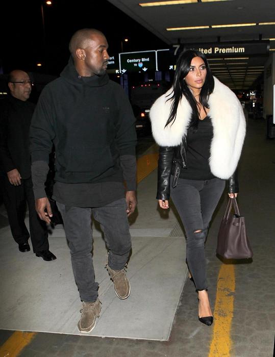 Kim Kardashian a Kanye West letěli v noci z Los Angeles do New Yorku.
