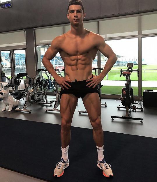Cristiano Ronaldo se pochlubil fotkou z posilovny.
