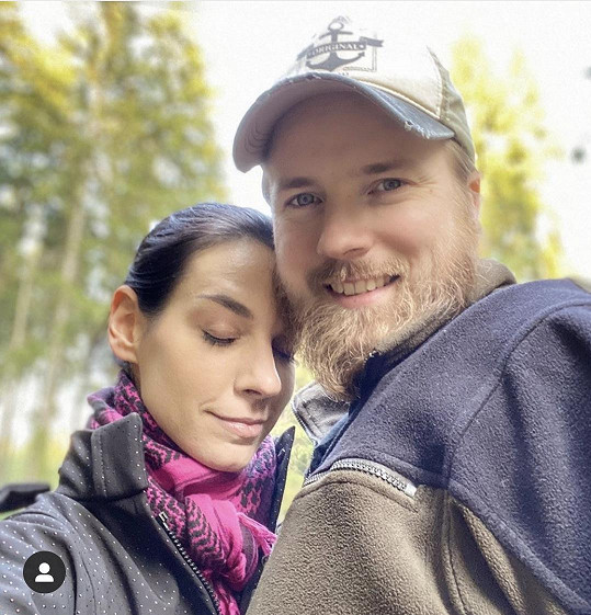 Její muž Jakub pracuje v Německu.