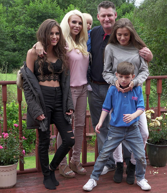 Amanda se svou rodinou