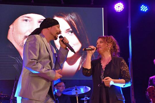 Matuš smutek zahání koncerty se zpěvačkou Magdou Malou.