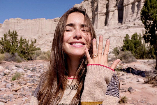 Poté se pochlubila prstenem na sociálních sítích.