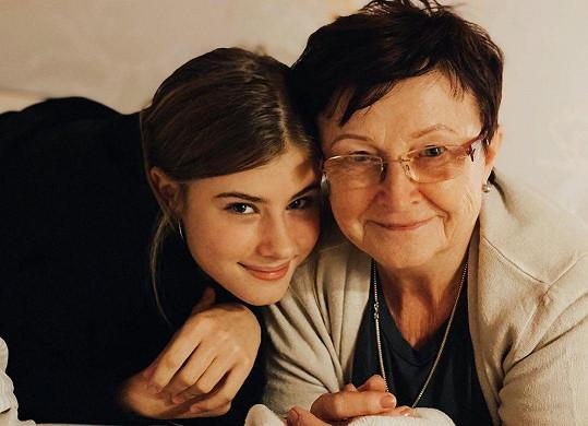 Dcera Jitky Schneiderové s babičkou
