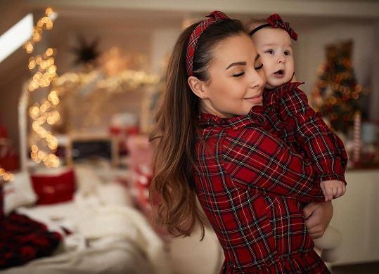 Zpěvačka s dcerou