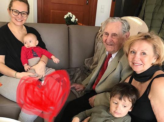 Monika Absolonová fotkou zachytila všechny čtyři generace.