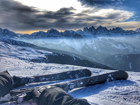 Nedávno lyžovala v Alpách, ale zastesklo se jí po sluníčku.