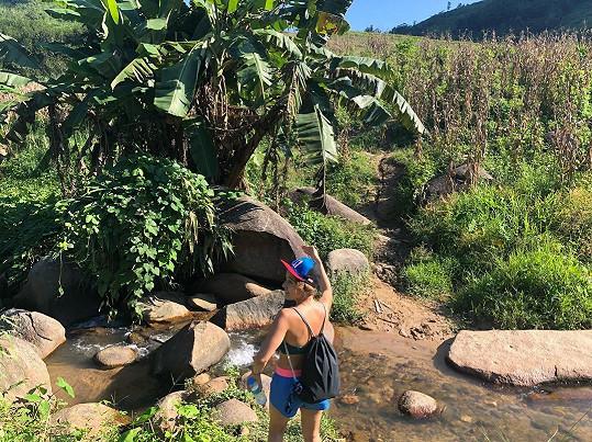 Už několik dní se herečka prodírá asijskou džunglí.