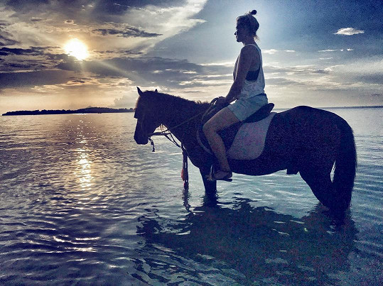 Užila si i projížďku na koni.