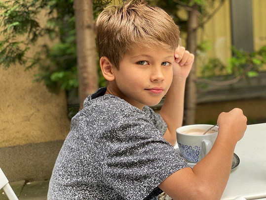 Prostřední syn Kryštof hraje v reklamách.