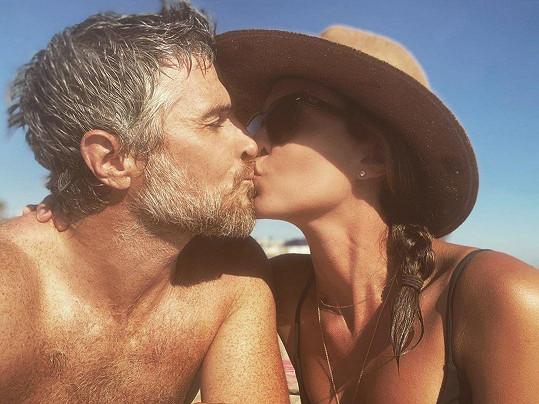 S manželem Davem má pětiletou dceru Charlie.