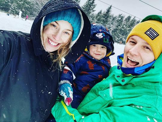 Aneta Krejčíková s partnerem a synem Benem