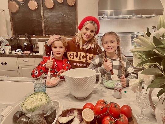 Jessica Simpson se staršími dětmi Maxwell a Acem