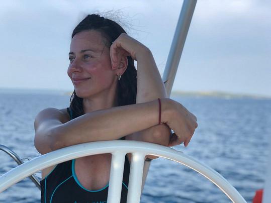 V srpnu se Dáša Zázvůrková s přáteli plavila na plachetnici v Chorvatsku.