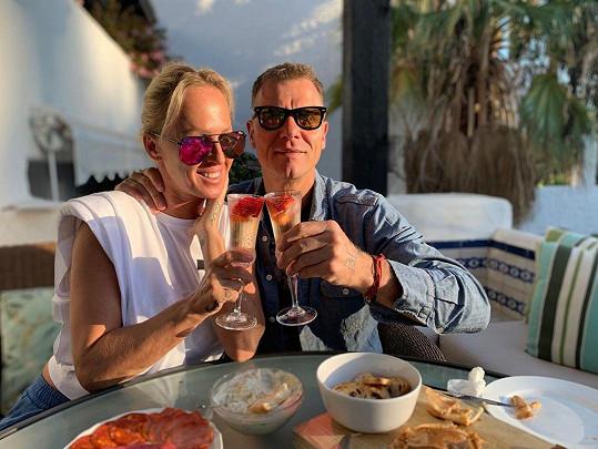 S manželem Vlastou Hájkem žijí ve Španělsku.