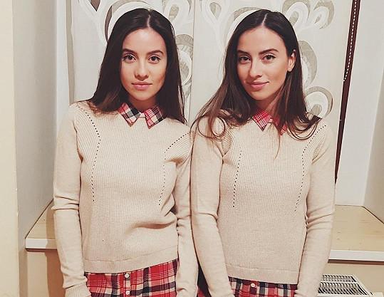 Jsou skoro identické, ale režiséři obsazují do rolí mladších dívek Báru a do rolí starších dívek Lucii.