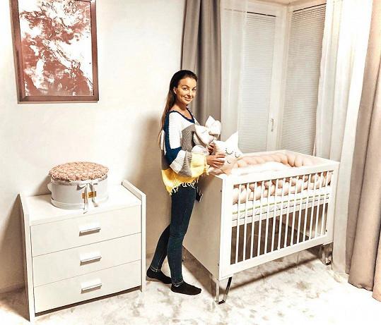 Původně měla rodit ve Španělsku. Nakonec si ale raději vše připravila na příchod miminka ve svém bytě v Trenčíně.