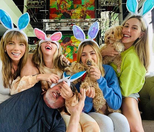Sylvester Stallone se s rodinou izoluje v Los Angeles.