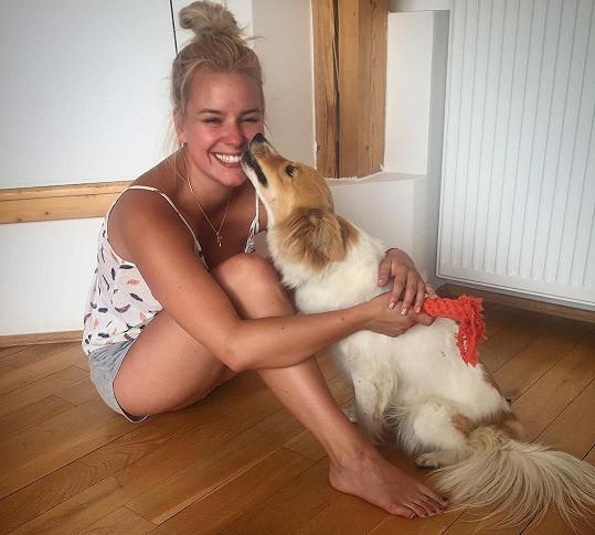 Patricie Solaříková je na svou fenku Jackie hodně fixovaná.