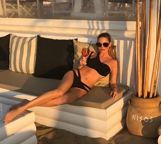 Andrea Verešová v Řecku nafotila sérii snímků v plavkách.
