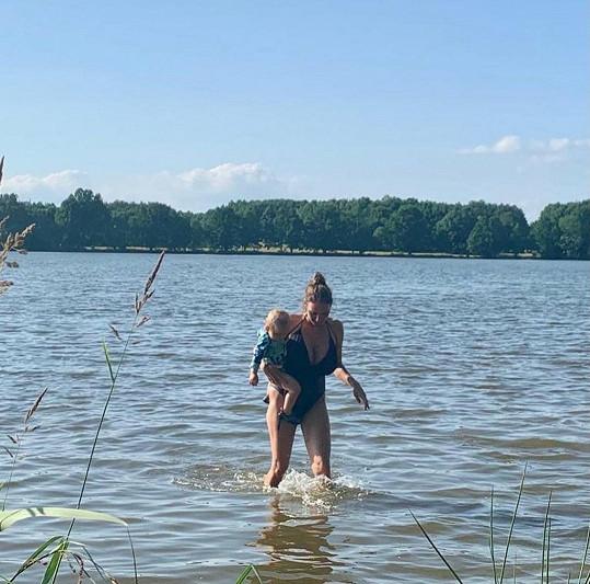 Koupání v rybnících na Třeboňsku nemohli vynechat.