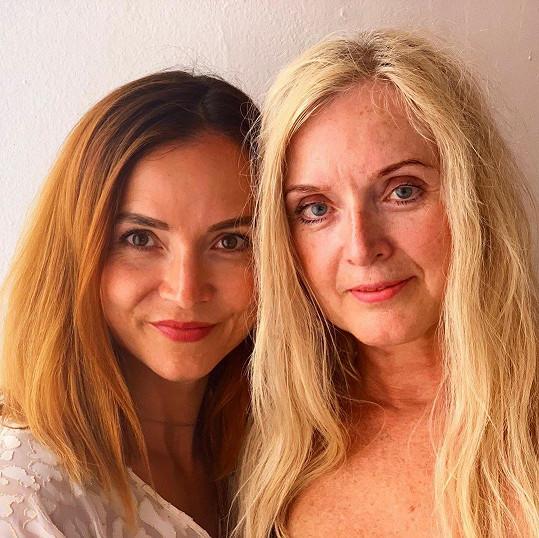 Radka Třeštíková (vlevo) prozradila, že pro svůj mladistvý vzhled její maminka nemusí hnout ani prstem.