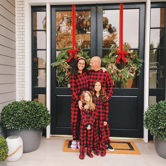 Willisovi se pochlubili společným vánočním snímkem.