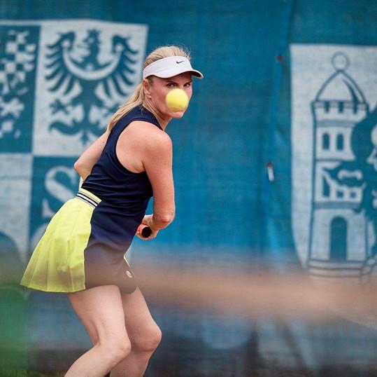 V důsledku hraní tenisu se u ní projevily zdravotní komplikace. Ty už jsou ale zažehnány.