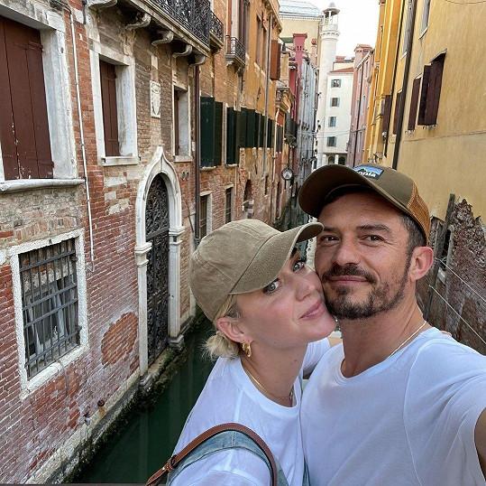 Orlando Bloom a Katy Perry jsou momentálně v Praze, kde herec pokračuje v natáčení seriálu Carnival Row. Foto z Benátek, kde byl pár v červnu.