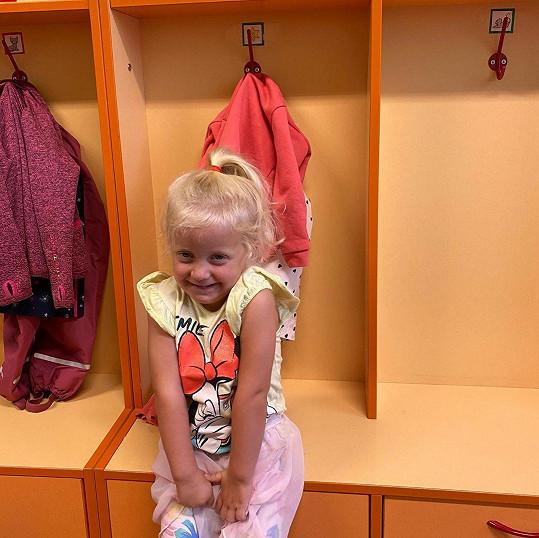 Dcera Agáty Prachařové a Jakuba Prachaře už je také velká slečna. Mia šla dnes poprvé do školky.