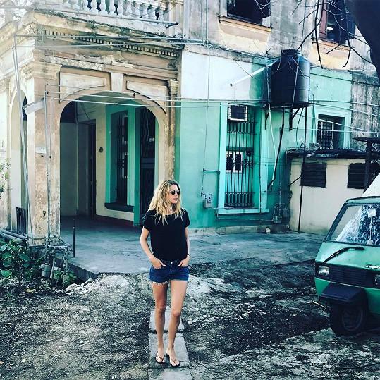 Doutzen neobdivovala pouze kubánské pláže, ale i místní architekturu a atmosféru.