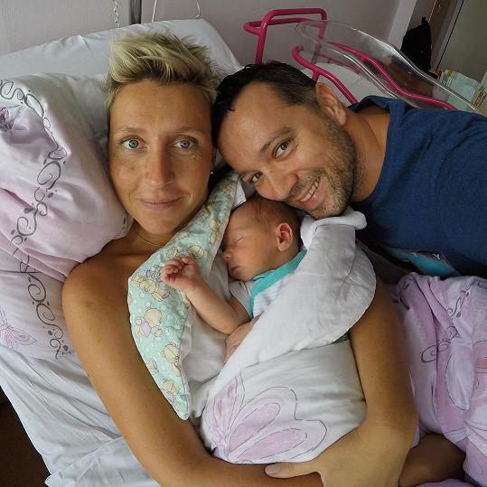 Michal Kavalčík s přítelkyní Zuzanou a čerstvě narozeným synem