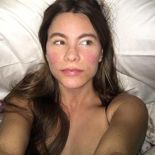 Sofia Vergara zrůžověla a barvu kůže si nemůže vynachválit.