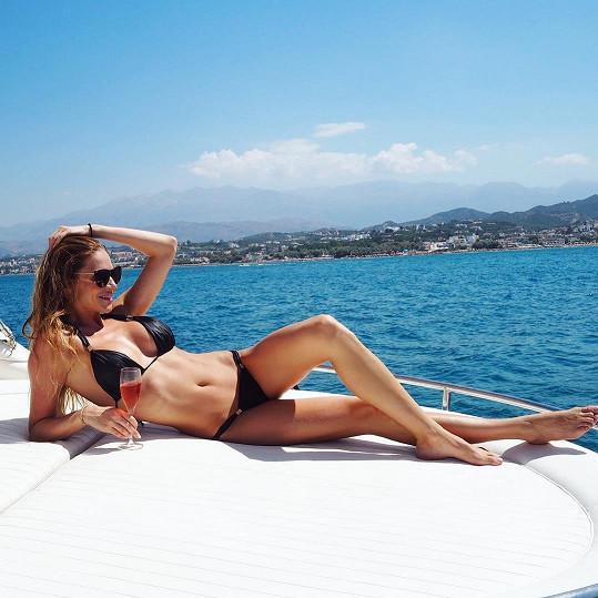 Andrea Verešová se slunila na jachtě.