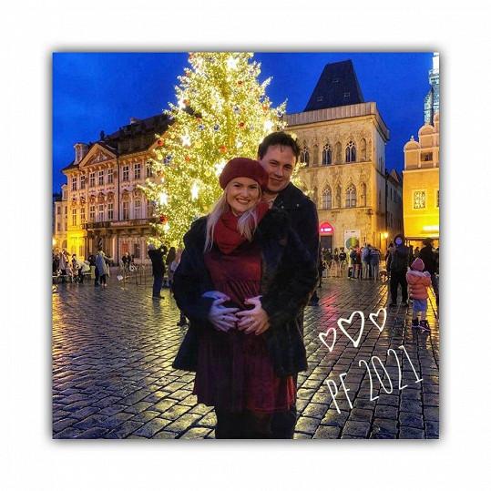 Elis Ochmanová bude maminka. Takhle s manželem oznámili těhotenství.