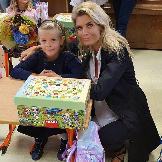 Do školních lavic letos poprvé usedla i malá Anetka, dcerka Ivety Vítové.
