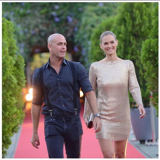 S manželem Adim Ezrou, se kterým má tři děti.