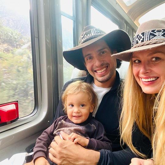 Cesta vlakem na Makču Pikču Petře připomněla, jak jezdila s rodiči a sestrou Olgou na prázdniny za prarodiči do českých hor.