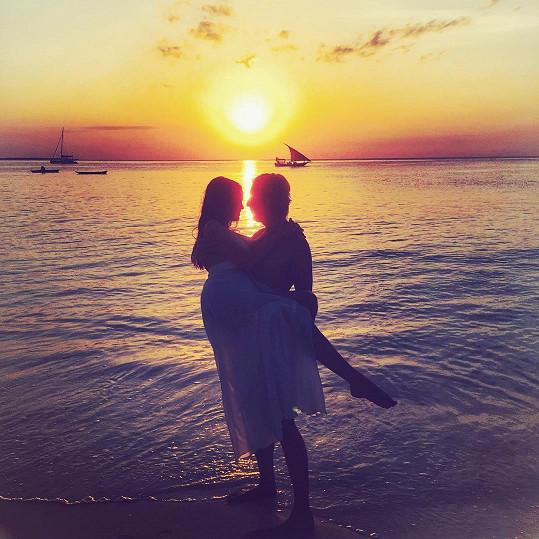 Romantickou fotkou se na sociální síti pochlubila i Lilia.