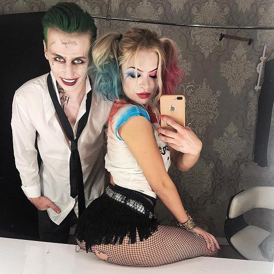 Vojta Drahokoupil a Kristýna Kubíčková byli za hříšné komiksové parťáky Harley Quinn a Jokera.