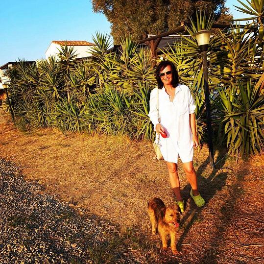 Daniela s fenkou Mimi, kterou si přivezla ze Sardinie.