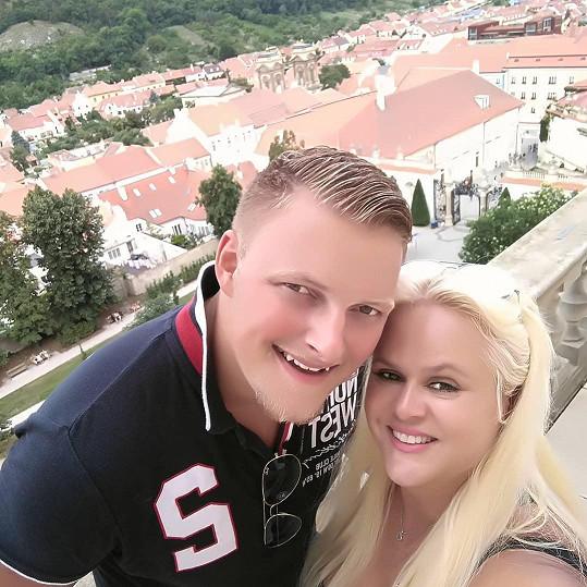 Monika Štiková toká po boku kolouška Petra.