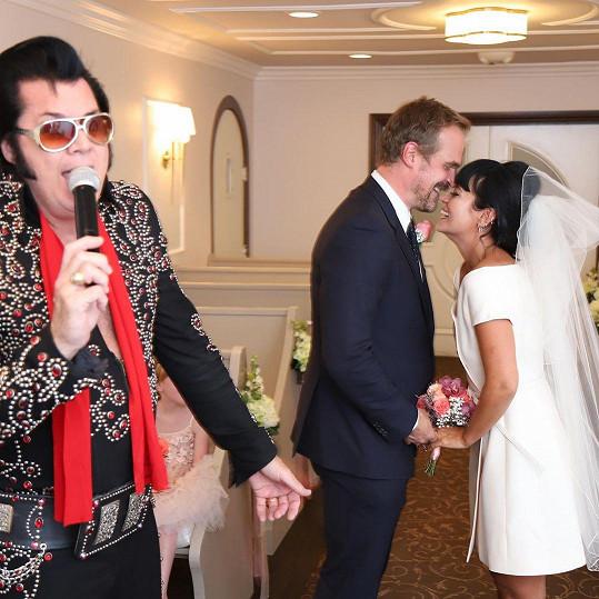 Lily Allen se provdala za Davida Harboura.