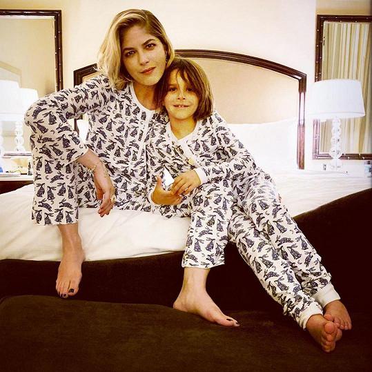 Selma Blair se synem Arthurem, který je jí velkou oporou.
